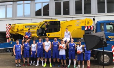 1.Herren mit viel Spaß beim diesjährigen Shooting der Teamfotos